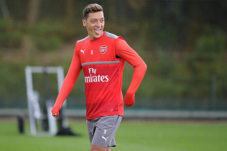 Mesut-Ozil-move-to-manchester united